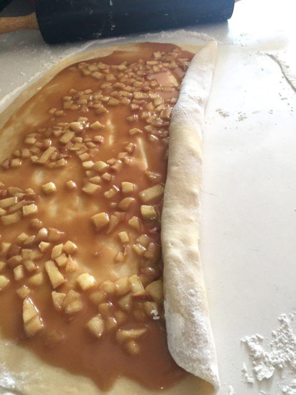 Apple cinnamon rolls16