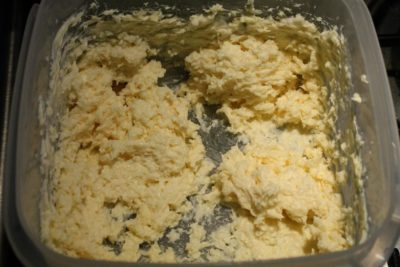 Mix the butter and the horseradish sauce