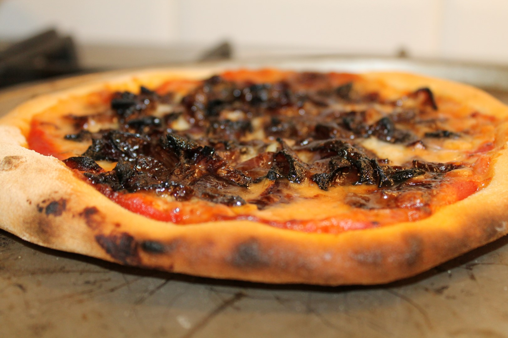 Gorgonzola pizza with caramelized red onions 1