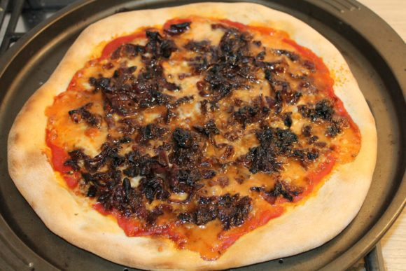 Gorgonzola pizza with caramelized red onions 2
