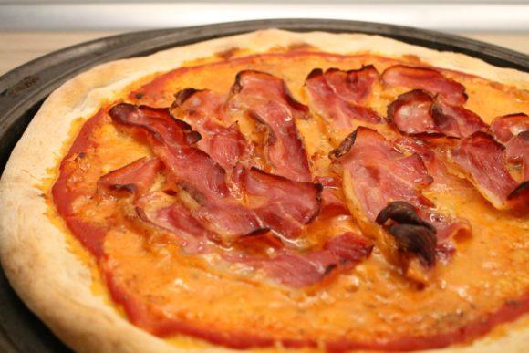 Homemade prosciutto pizza
