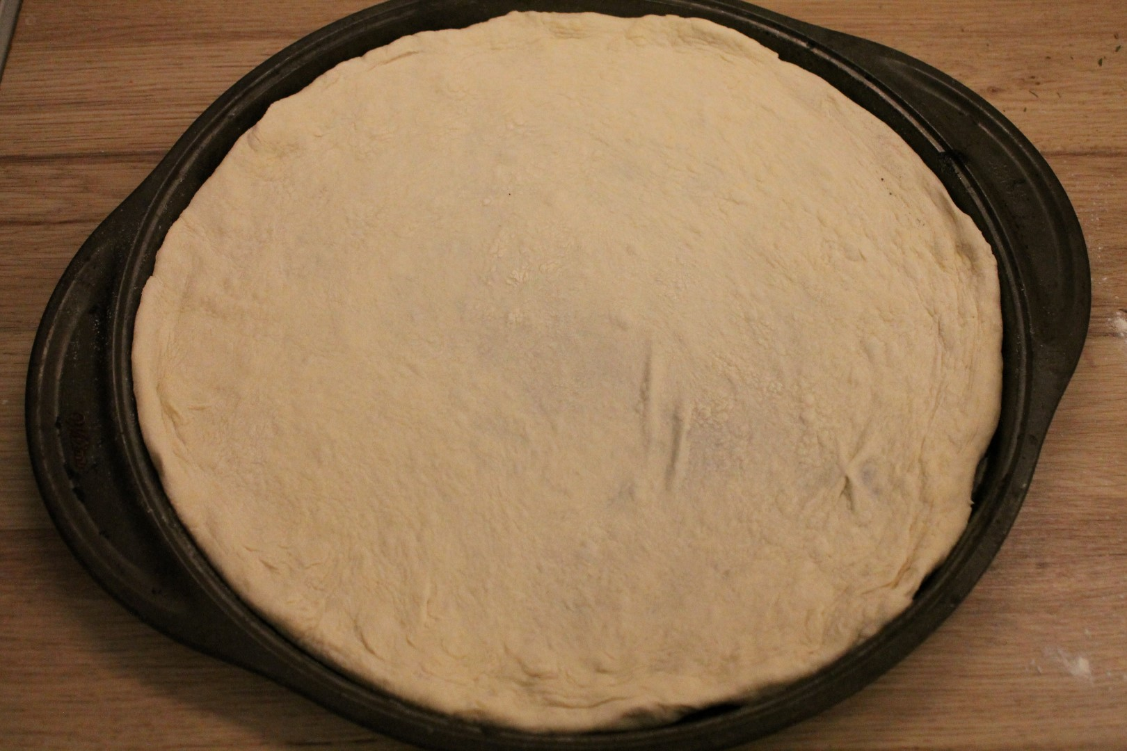 How to shape pizza dough 4
