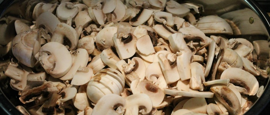 Mushroom goulash step 1 - sliced button mushrooms