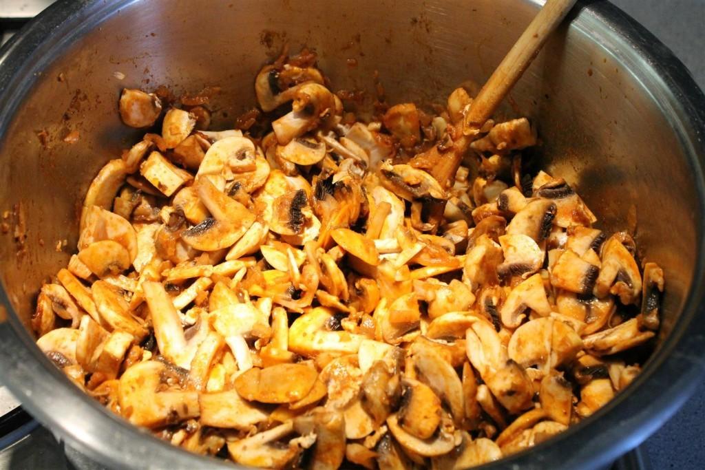 Mushroom goulash step 3 - add mushrooms
